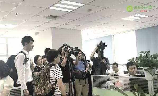 香港记者组团采访数之联CEO周涛,探索成都产业新发展