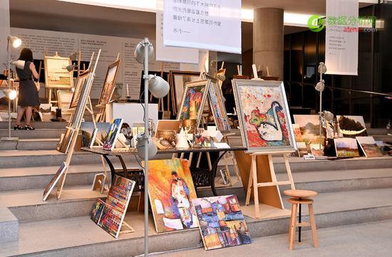 大数据日报(20190715):人工智能画家小冰,在中央美术学院美术馆开展